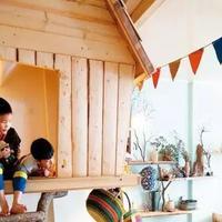 """台湾设计师,在家和孩子连手打造""""梦想树屋"""""""