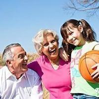 《时代周刊》:老人带孩子的这个千年老梗就该这样破!
