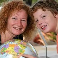 为了给儿子快乐的生活,这位妈妈辞职,变卖家当,带着儿子逃离了学校!