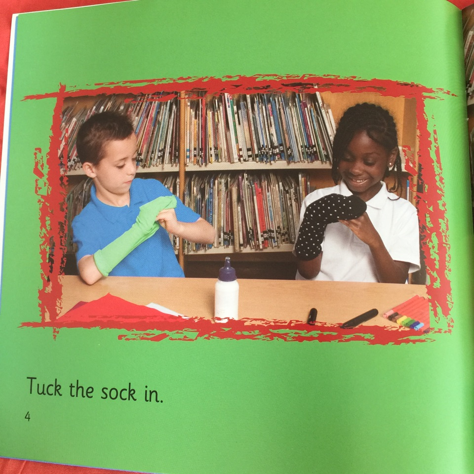 how to make a sock puppet stage
