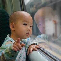 陪孩子读书-请让我留在火车上吧